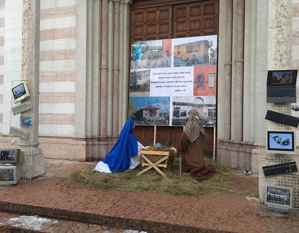 UN presepio davanti alla chiesa del SAntissimo allestito dagli oratoriani